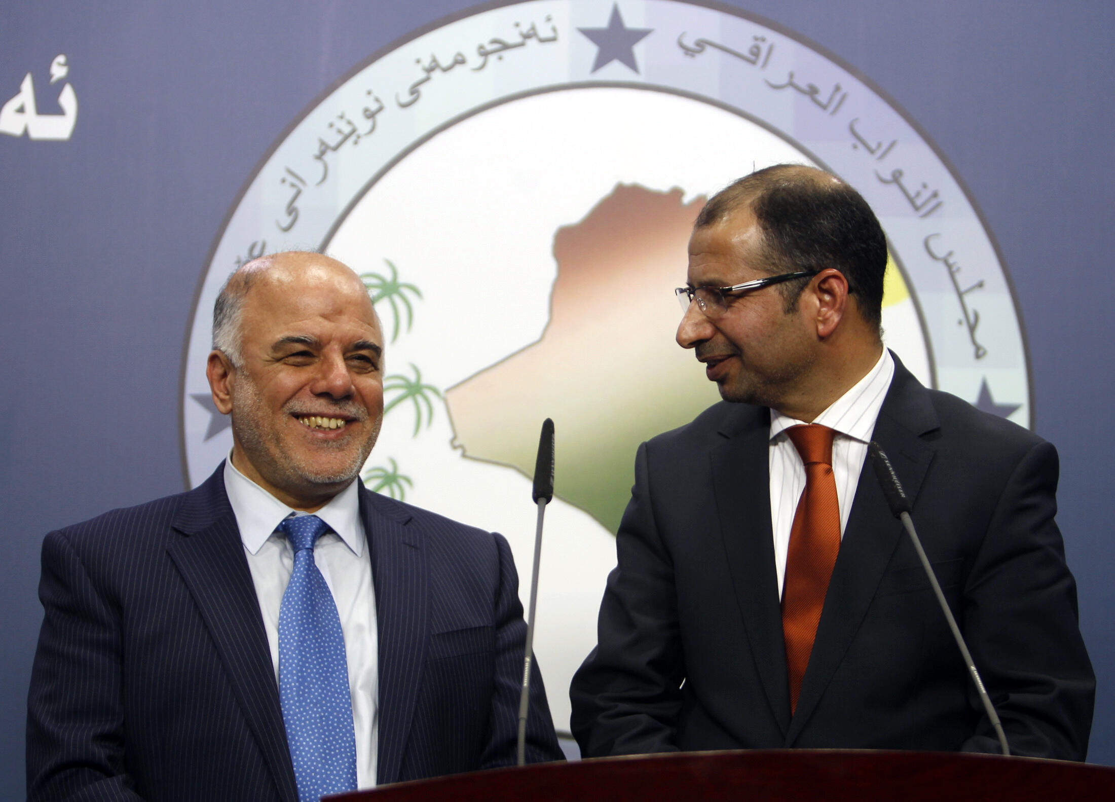 Tân thủ tướng Irak Haidar Abadi (bên trái) trong một cuộc họp báo tại Bagdad hôm 15/7/2014 (khi đó ông là thành viên chính phủ Nuri al - Maliki).