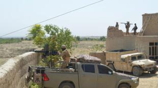Forças talibãs durante uma batalha na província de Kunduz, no Afeganistão