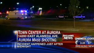 Imagens da televisão americana sobre tiroteio em cinema em Denver, no Colorado nesta quinta (19).