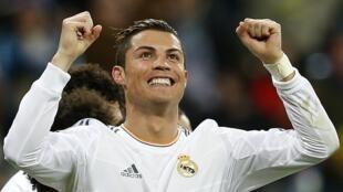 Cristiano Ronaldo yana murnar zira kwallon shi ta biyu a ragar Celta Vigo a La liga a Santiago Bernabeu