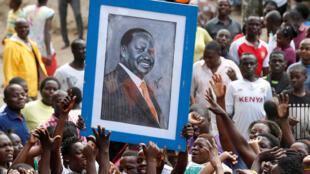 Partidários de Raila Odinga durante uma manifestação  de apoio no bairro de Mathare em  Nairobi. 13 de Agosto de  2017.
