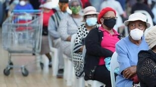 L'Afrique s'apprête à entamer un déconfinement partiel, mais les restrictions seront maintenues dans les zones les plus touchées par la pandémie. Ici, dans un centre commercial de Johannesburg.