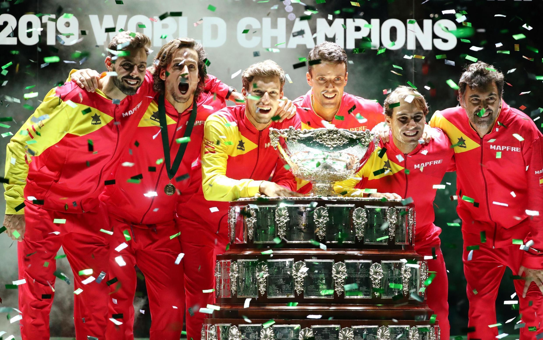 El equipo español de la Copa Davis celebra su victoria tras la final de la edición 2019 disputada en la Caja mágica de Madrid.
