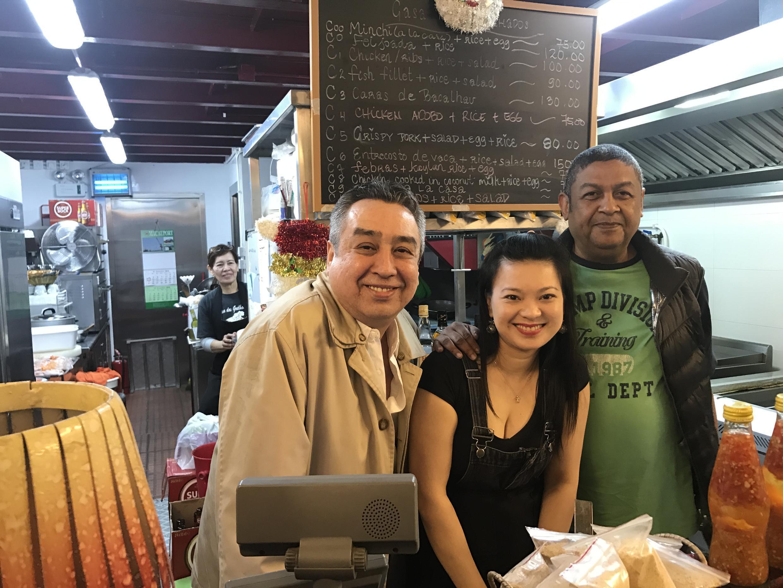 Vitor Marreiros, Nelson Sousa e no meio a sua esposa Ana no restaurante Casa dos Grelhados, Taipa, Macau