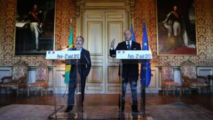 O chanceler brasileiro Antonio Patriota e o francês, Laurent Fabius, em entrevista conjunta.