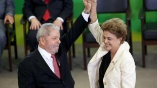 Lula da Silva (esquerda), antigo presidente do Brasil, e Dilma Rousseff (direita), actual presidente do Brasil.