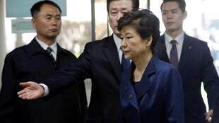 Tổng thống bị truất phế Park Geun - hye sau khi bị thẩm vấn ngày 30/03/2017 tại tòa án Seoul.