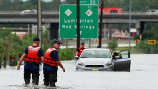 """سیل ناشی از طوفان فلورانس در شهر """"لومبورت"""" در کارولینای شمالی. یکشنبه ٢۵ شهریور/ ١۶ سپتامبر ٢٠۱٨"""