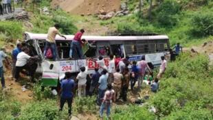 印度一客车坠入山谷造成至少52人死亡   2018年9月11日