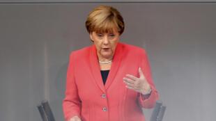 Angela Merkel aproveitou o aniversírio da reunificação para mobilizar os alemães.