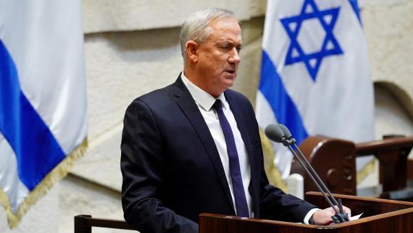 Benny Gantz, líder do partido centrista Azul e Branco, que alternará nas funções de Primeiro-ministro de Israel  com Benyamin Netanyahu, depois do Knesset( Parlamento)  ter votado a confiança no novo governo de união nacional. 17 de Maio de 2020.