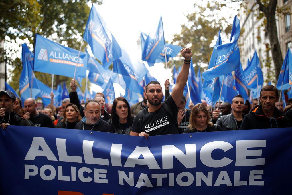 Des officiers de police français participent à la «Marche de la colère» pour protester contre leurs mauvaises conditions de travail à Paris, le 2 octobre 2019.