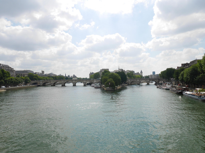 Париж, Сена. Вид с моста Искусств