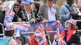 Des milliers de fans des «Royals», à Londres, le 28 avril 2011.