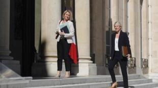 Barbara Pompili, ministre de la Transition écologique (à gauche), et la secrétaire d'État chargée de la Biodiversité Bérangère Abba, arrivant au Conseil de défense écologique, ce 27 juillet 2020.