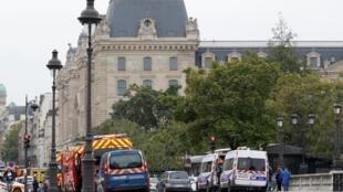 Une attaque au couteau a été commise le jeudi 3 octobre à la préfecture de police de Paris, située en plein cœur de la capitale.