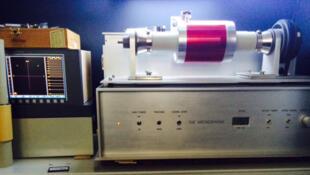 L'archéophone, inventé par Henri Chamoux de l'école normale supérieure de Lyon, est la machine utilisée pour numériser les dictabelts du procès de Rivonia en Afrique du Sud.