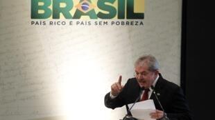 O ex-presidente Luiz Inácio Lula da Silva durante aniversário dos 10 anos do Bolsa Família, em outubro deste ano.