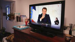Macron covid-19