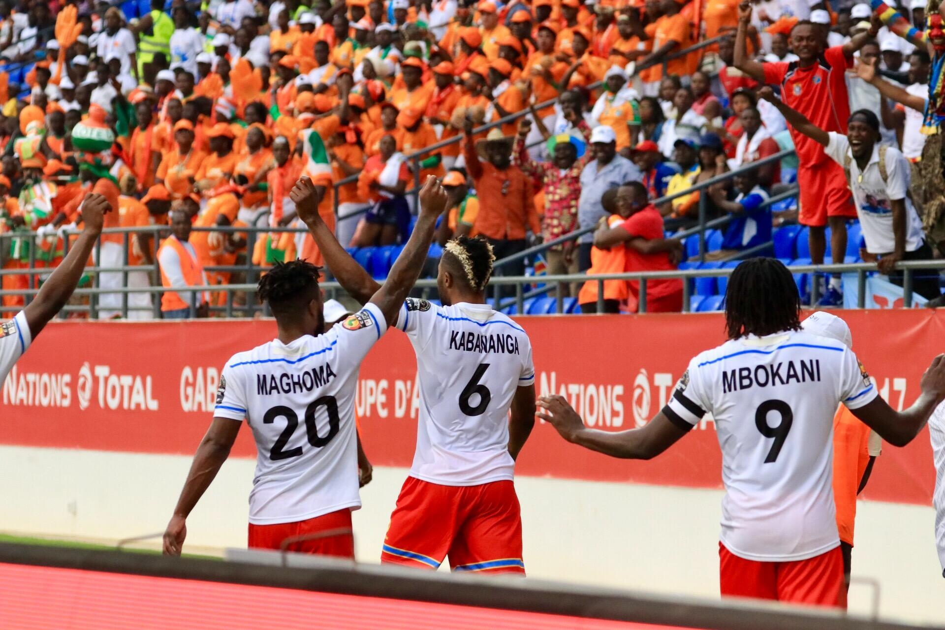 DRC players celebrate in front of Côte d'Ivoire fans