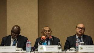 Le président de la CAF, le Malgache Ahmad (au centre).