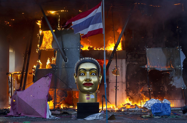 Un centro comercial de Bangkok incendiado, 19 de mayo de 2010.