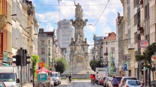 Une zone de basse émission a été mise en place dans la ville d'Anvers qui limite la circulation des voitures les plus polluantes.