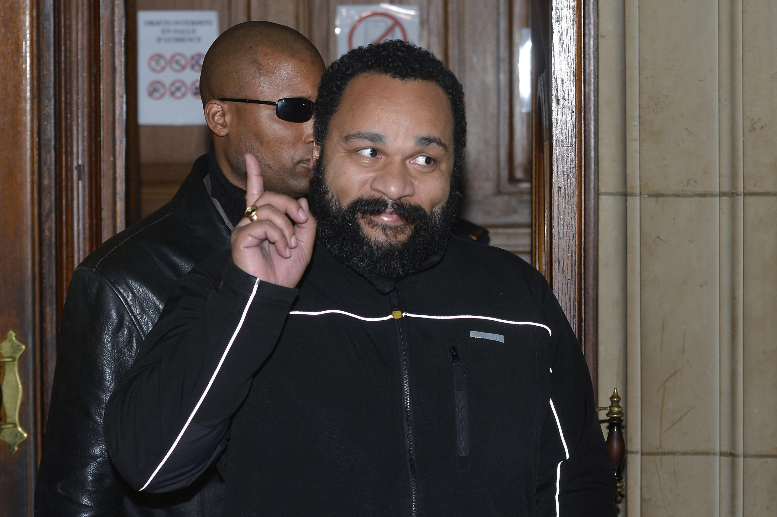 The contract for Dieudonné's show in Avignon has been cancelled by the venue's manager.
