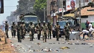 Protesters confront the army in the streets of Conakry on 22 March 2020.
