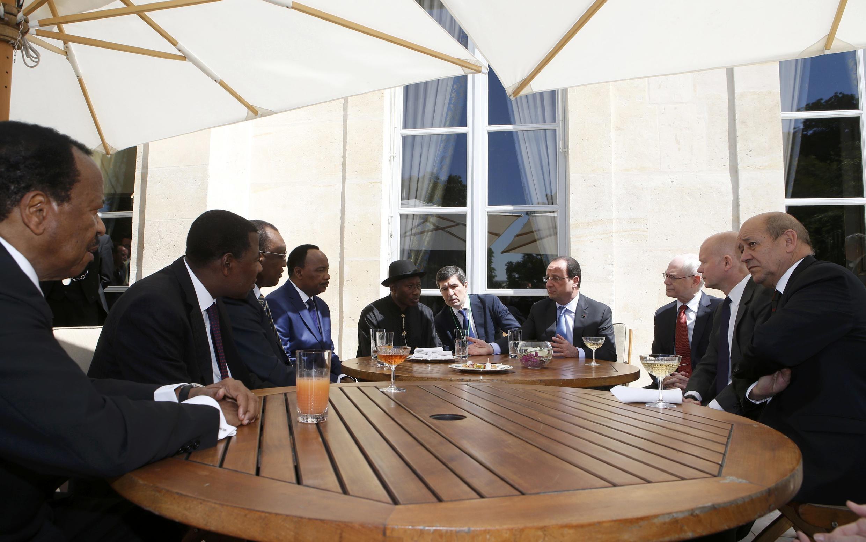 Les chefs d'Etat de cinq pays africains ont montré leur unité face à Boko Haram, le 17 mai 2014 à l'Elysée.