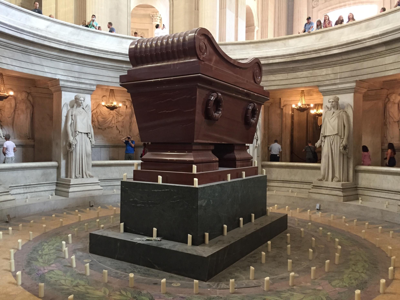 法国皇帝拿破仑一世在巴黎荣军院的墓。
