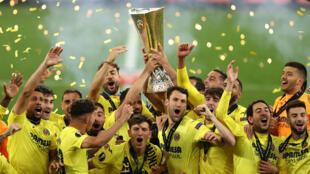 La joie des joueurs de Villarreal après la victoire à l'issue des tirs au but lors de la finale de la Ligue Europa contre Manchester United, à Gdansk, le 26 mai 2021