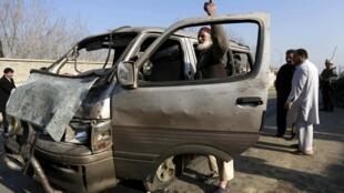 塔利班威胁卷土重来 图为被塔利班自杀性爆炸炸毁的汽车