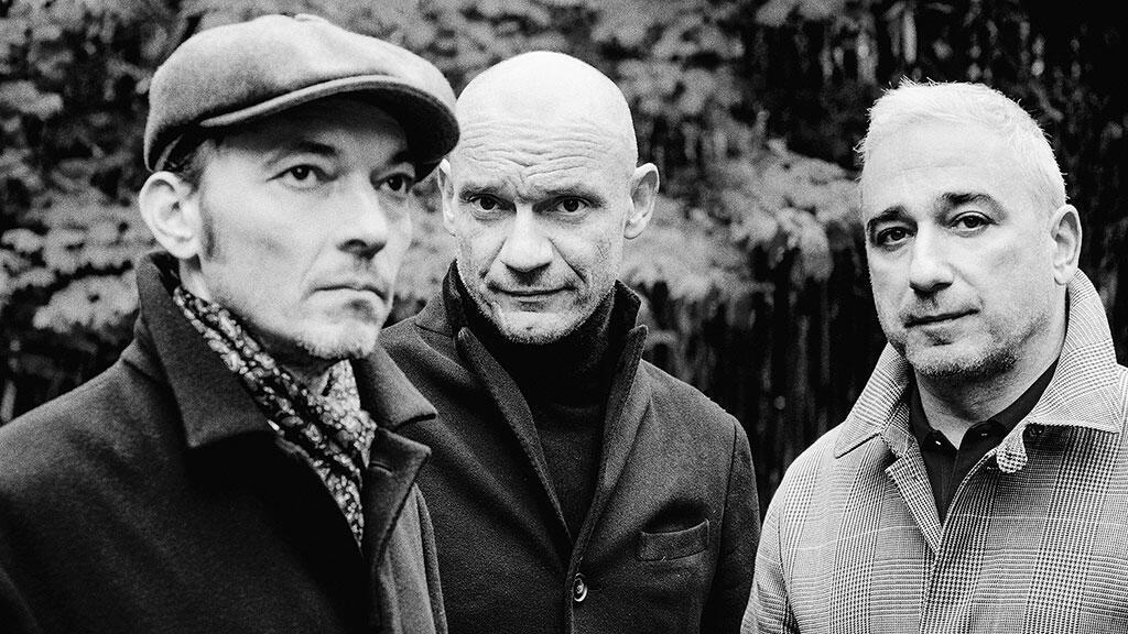 Группа Louise attaque - Гаэтан Руссель (в центре), Арно Самюэль (справа), Робен Фей
