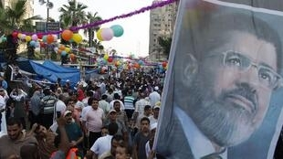 Apoiadores do presidente egípcio deposto, Mohamed Mursi, ocupam praça no Cairo nesta quinta-feira, 8 de agosto de 2013.