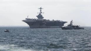 美国海军华盛顿号航母与驱逐舰