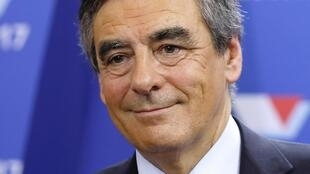 លោក François Fillon អតីតនាយករដ្ឋមន្ត្រីរបស់លោក Nicolas Sarkozy នាំមុខក្នុងការបោះឆ្នោតបេក្ខជនប្រធានាធិបតីបក្ស