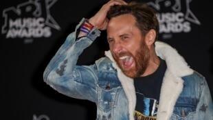 Диджей Давид Гетта на конкурсе NRJ Music Awards-2017 в Каннах