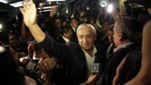 Le général à la retraite Otto Perez Molina est élu président du Guatemala, le 6 novembre 2011.