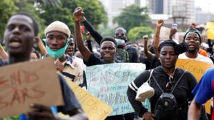 Des manifestants #EndSARS contre la brutalité policière à Lagos, au Nigeria.