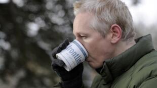 Создатель Wikileaks Джулиан Ассанж, находящийся под судом и полицейским надзором в Великобритании