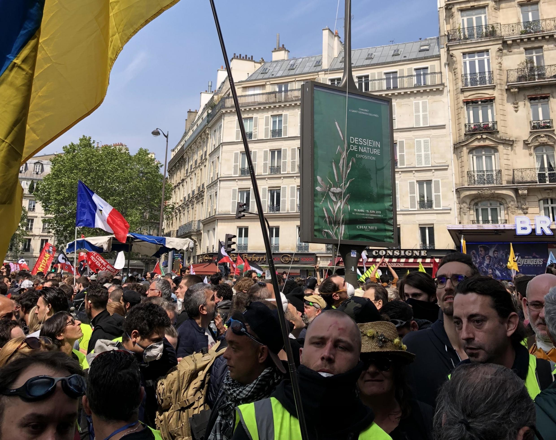 Жюльен-Владимир Старченко на демонстрации 1 мая в Париже