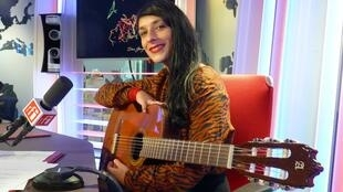 Irana González en los estudios de RFI