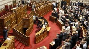 O parlamento grego vota na noite desta terça-feira uma moção de confiança ao governo.