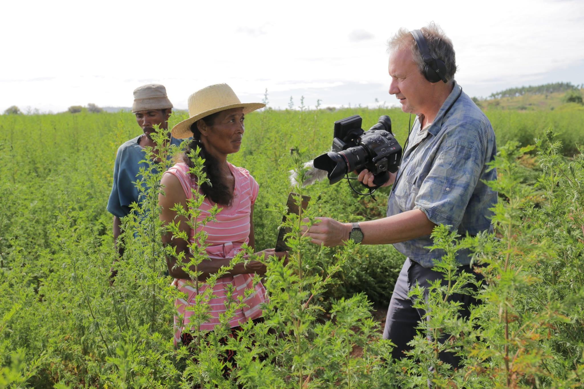 El cineasta belga Bernard Crutzen durante la filmación del documental.