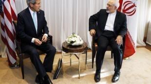 O secretário de Estado americano John Kerry e o chanceler iraniano Javad Zarif