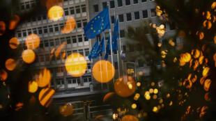 布魯塞爾歐委會大樓前飄揚的歐盟旗,攝於12月12日。