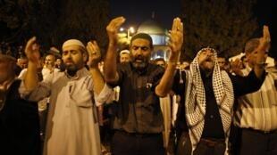 Des Palestiniens sur l'esplanade des Mosquées à Jérusalem, le 4 août 2013.