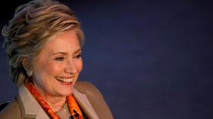 """希拉里.克林顿5月2日在纽约参加""""救援女人""""组织活动时接受采访。"""