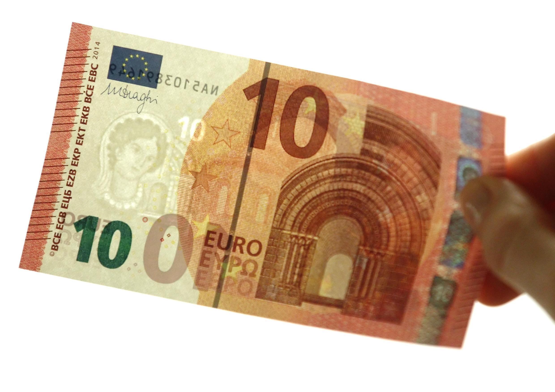 Новая банкнота достоинством 10 евро. Национальный банк Австрии - Вена 13/01/2014
